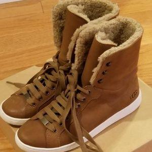 NWOT UGG Starlyn Sneaker